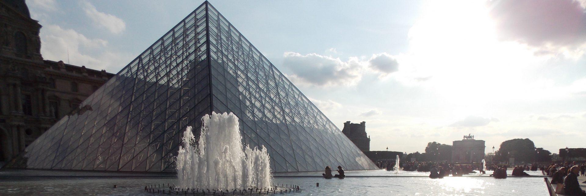 Het Louvre bijgeknipt