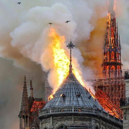 Bezoek de Notre Dame in VR