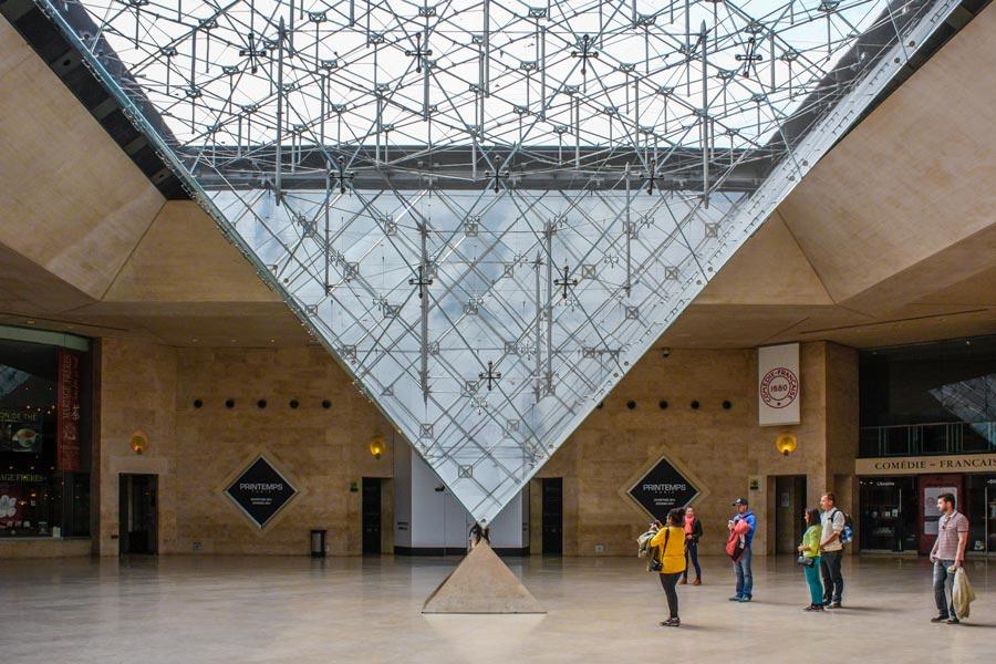 Carrousel du Louvre Parijs omgekeerde piramide