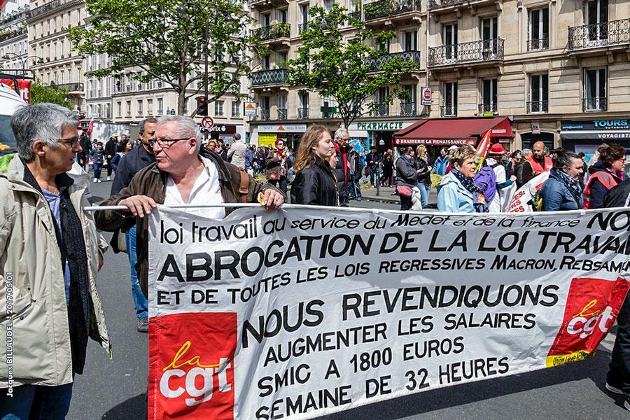 Protesten op straat in Parijs op de Dag van de Arbeid, 1 mei