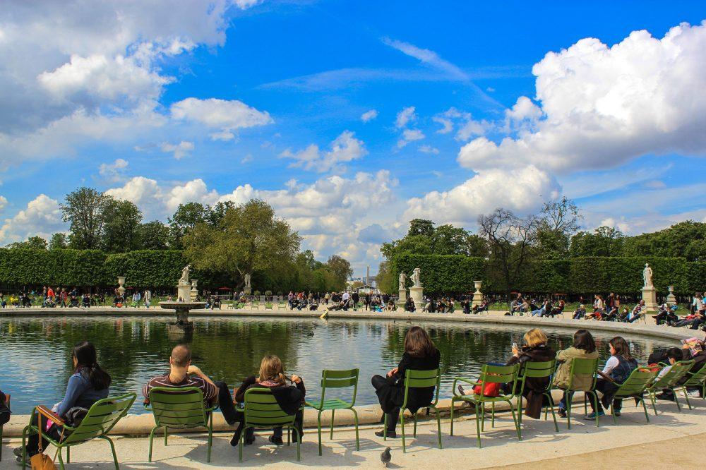 Jardin des Tuileries stoeltjes fontein zomer