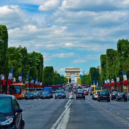 Met de auto naar Parijs: dit moet je weten