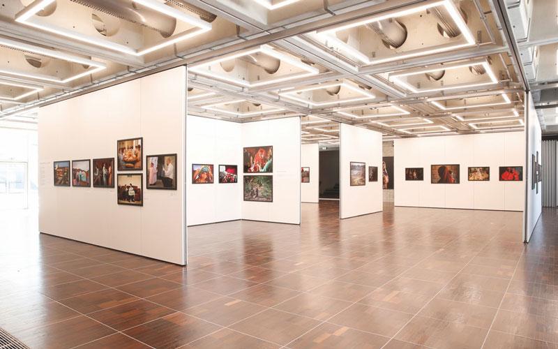 Galerie Fotojournalistiek La Grande Arche Parijs
