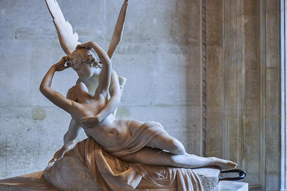 Kus van Cupido en Psyche Louvre museum Parijs