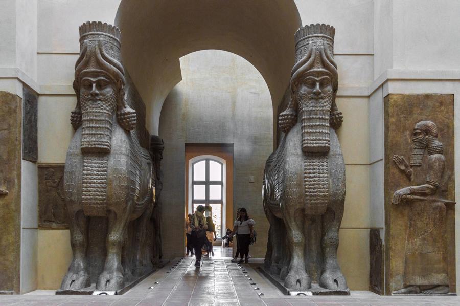 Lamassu Louvre museum Parijs