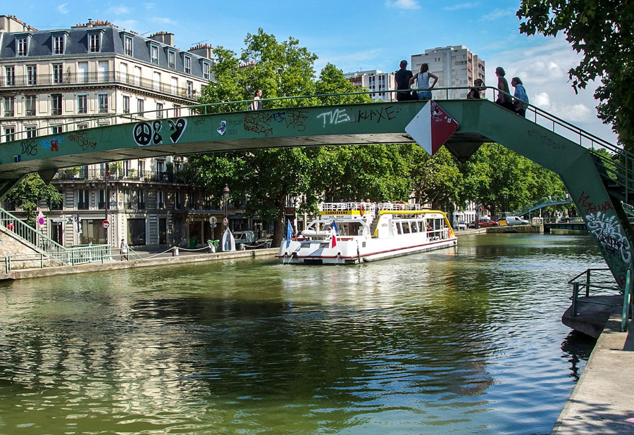 Varen over Canal Saint-Martin Parijs