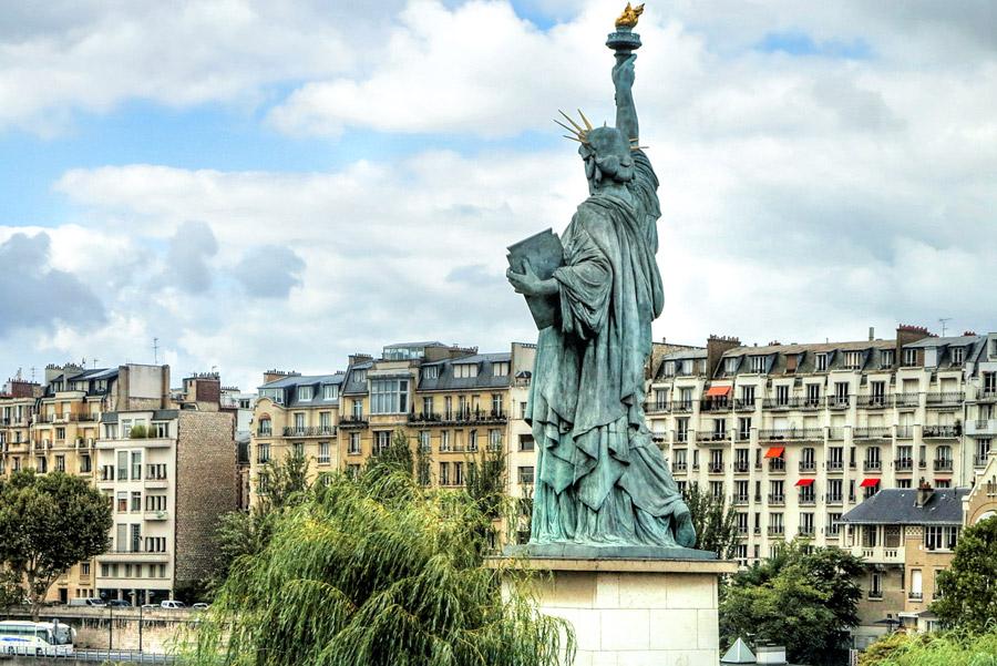 Vrijheidsbeeld in Parijs op het Île aux Cygnes
