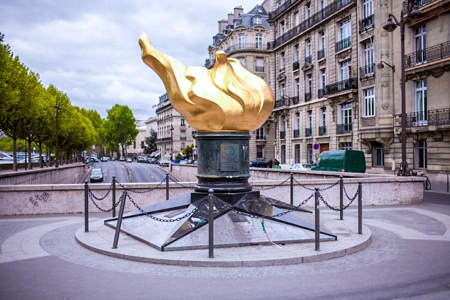 Vrijheidsvlam op het Place d'Alma