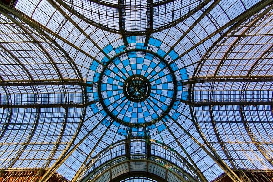 Glazen koepel van het Grand Palais in Parijs