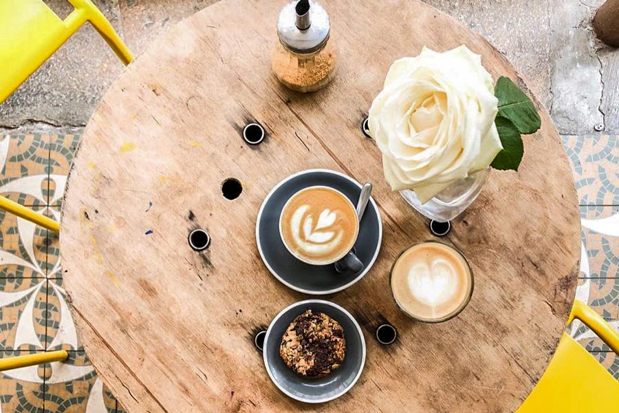 Le Peleton Café Parijs Restaurant Koffie