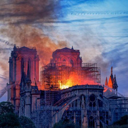 Brand in de Notre Dame